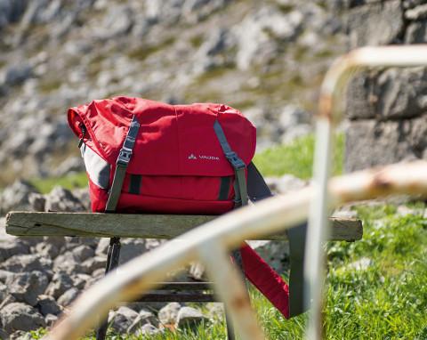 ... kabelky, tašky, batůžky ...